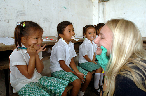 Eva Pfoertned (16) teaches children how to care for their teeth